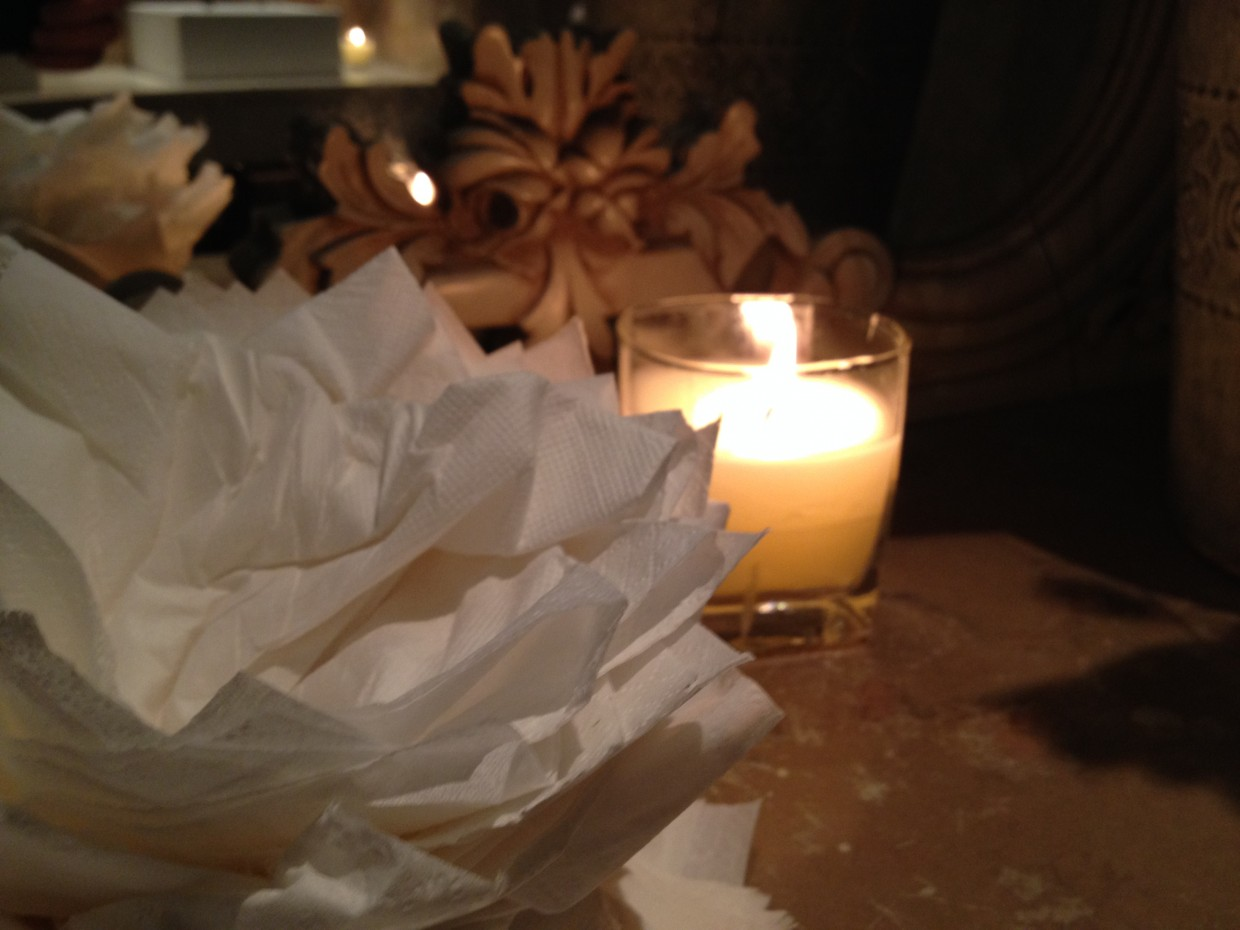 The Bungalow - Serviettes and Candle