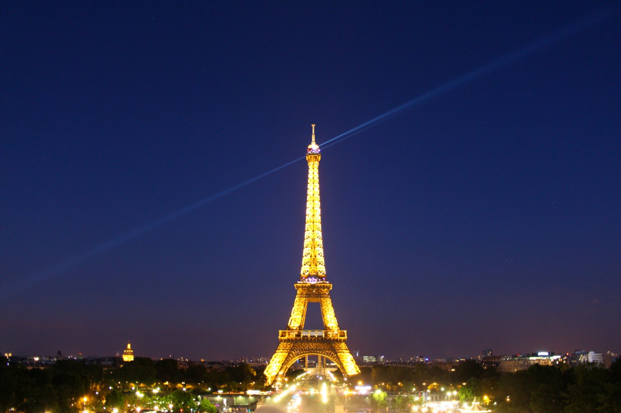 essay eiffel tower french language