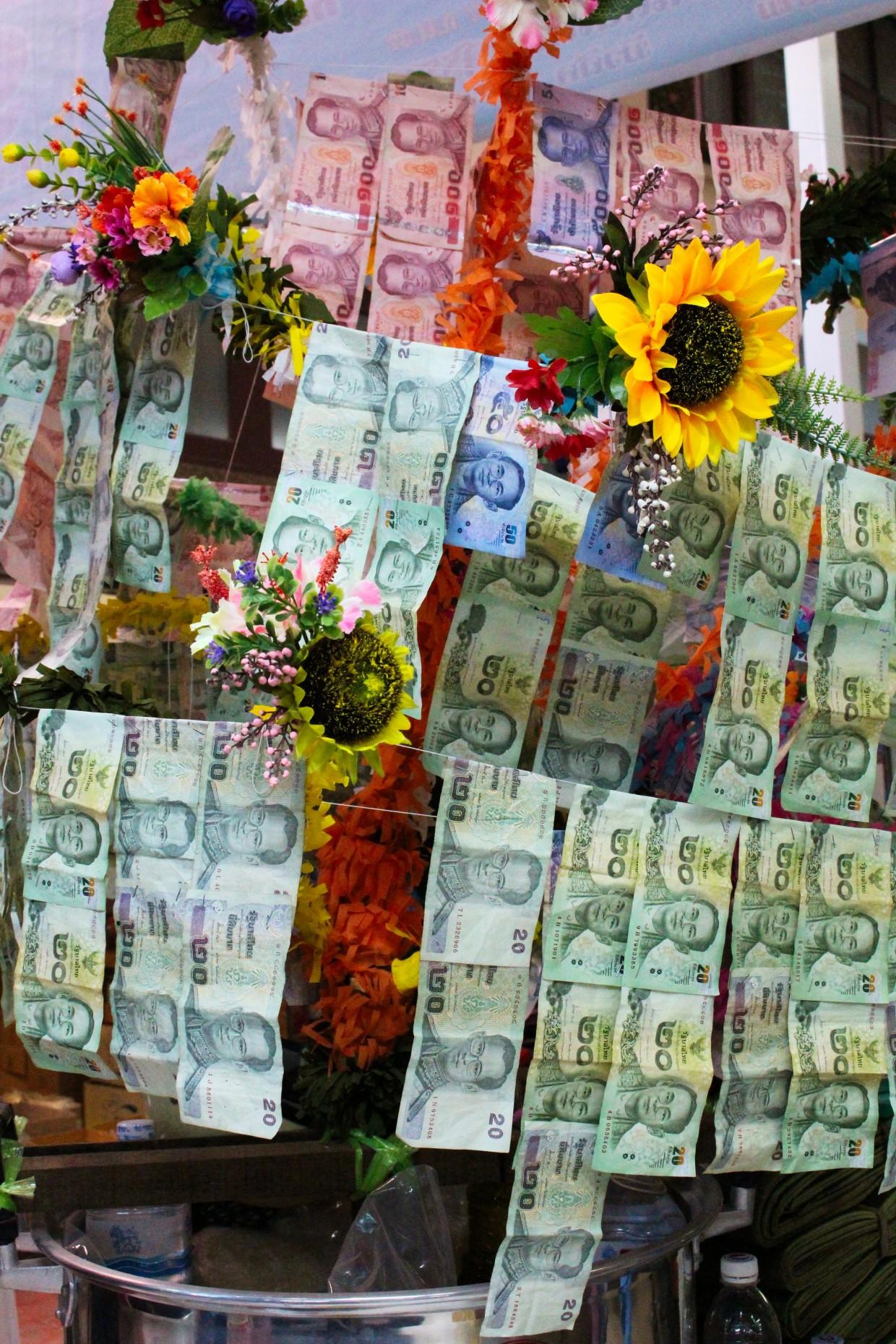 Money for good luck, Bangkok
