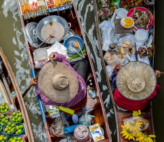floating market Bangkok - plan trip to Bangkok