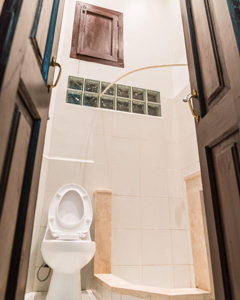 Hostal San Juan Bathroom